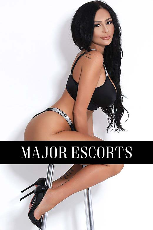 Bisexual London escort Melanie